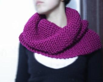 Infinity Scarf, Knit Cowl Handmade, Neckwarmer seamless, Knitted scarf - Chunky Cowl