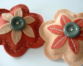 Set of 2 Felt Flower Brooches.