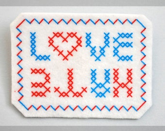 Brooch felt silk-screened LOVE / HATE x MARIETTE x