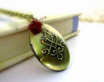 Oval Locket Necklace Antique Locket Vintage Inspired Gold Locket  Photo Locket  , Oval Locket , Carved Locket Gift for her