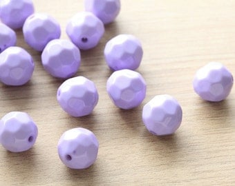10pcs of Lavender Polished Faceted Round Acrylic Beads - 18 mm