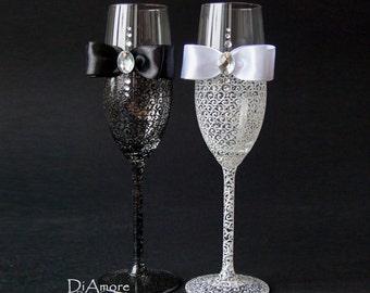 Wedding Champagne Glasses Champagne Flutes Personalized Toasting Flutes Wedding Glasses Wedding Flutes Bride and Groom Flutes Black & White
