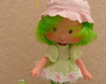 Lime Chiffon doll with pet Parfait Parrot still scented Strawberry Shortcake friend