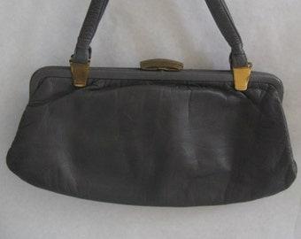 70s leather classics. Ladies handbag in GREY. Vintage
