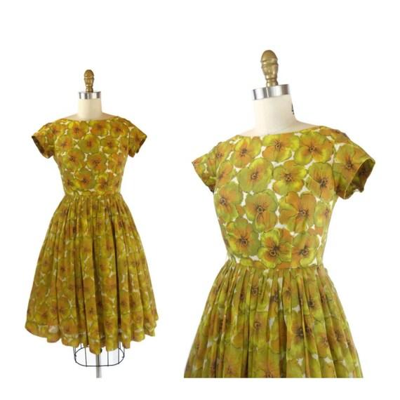 SALE 1950s Dress / 50s Dress / Cotton Day Dress with Full Skirt size XXS / Kiwi Flowers Dress