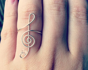 Beautiful treble clef ring with Swarovski crystal accent