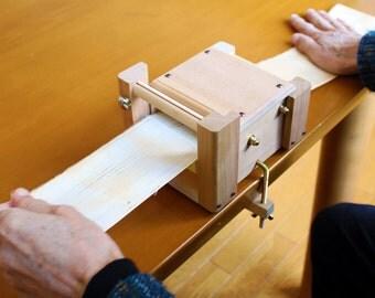 SAORI - SAKI ORI  (fabric cutter) - Wooden Weaving Tool