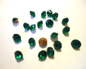 Vintage Glass Round Emerald Green colour Glass Rhinestone chaton jewels 4mm Foiled pointed back 20 pieces