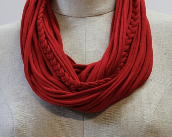 Red T-Scarf