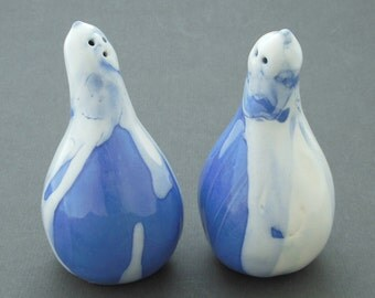 Salt and pepper shakers, gourd shape, blue and white