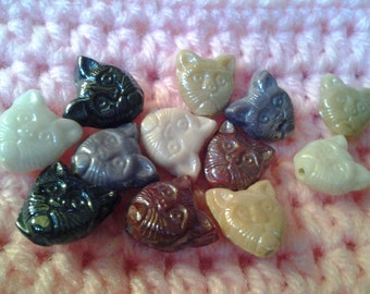 12 Carved Look Kitty Cat Head Glass Beads