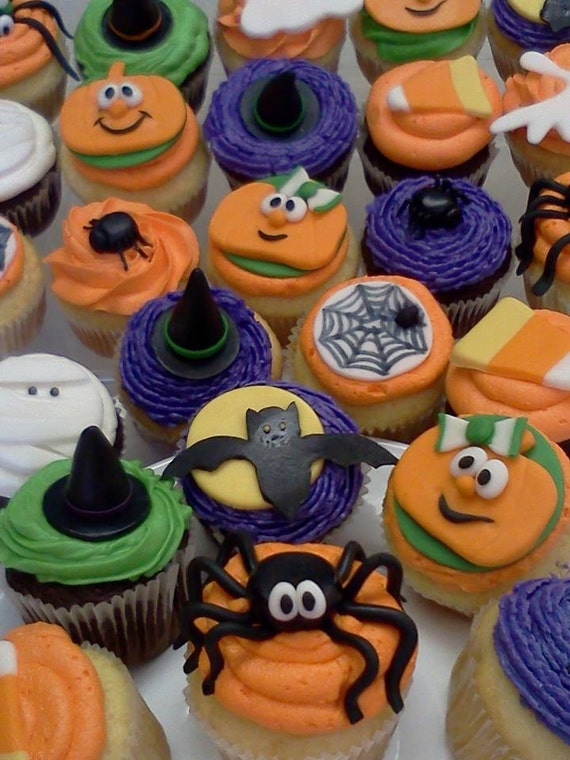 Halloween Cupcakes Toppers: Items Similar To Edible Fondant Halloween Cupcake Toppers