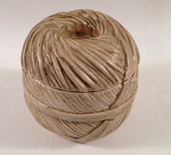 raymor italian pottery trompe l 39 oeil ball of twine by. Black Bedroom Furniture Sets. Home Design Ideas