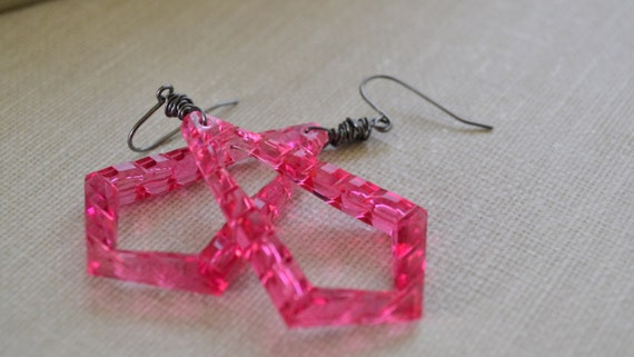 Hot Pink Lucite Earrings, Hipster Vintage Triangle, Gunmetal Wire Wrapped Earrings, Retro Pink Earrings