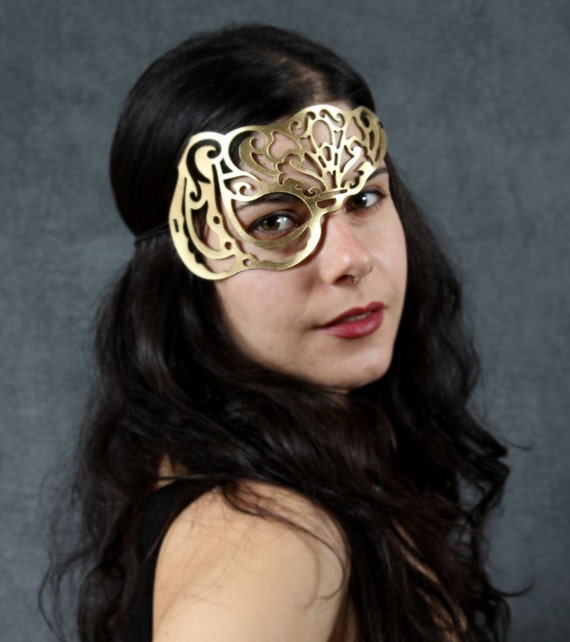 Vixen leather mask in Gold