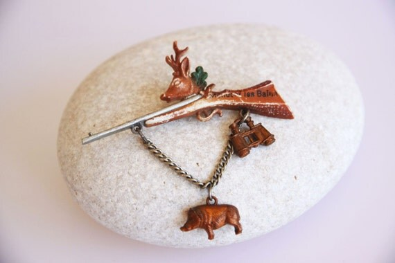 Old souvenir hunting brooch, deer and boar brooch, vintage hunting jewelry, deer hunting decor, weapon jewelry, antique hunting gift