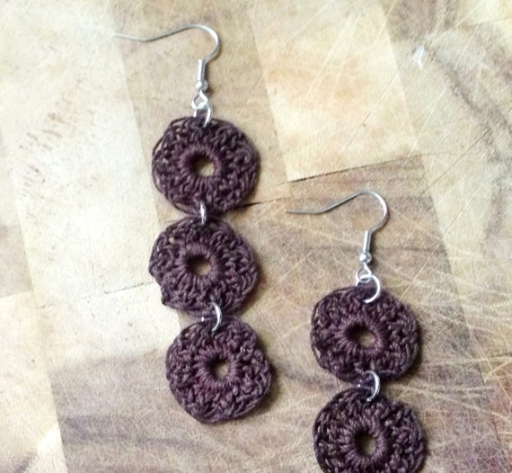 3 circle crochet earrings . chocolate .