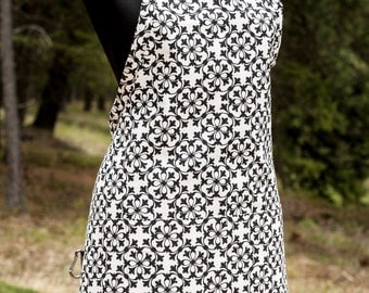 Courtyard Chemise Apron -- Black and White