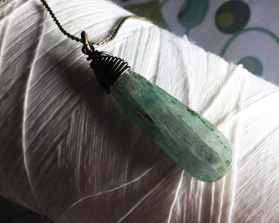 Kreative Kyanite - gorgeous green kyanite gemstone antiqued brass necklace