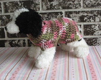 Dog sweater in pink camo, xs dog sweater, small dog sweater, pink camo dog sweater. sweater for small pets, crochet dog sweater.