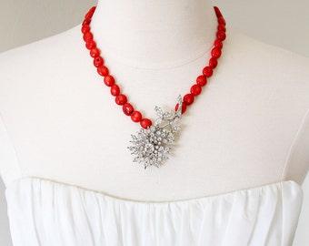 Floral Coral. Vintage Art Deco Rhinestone Daisy Necklace.