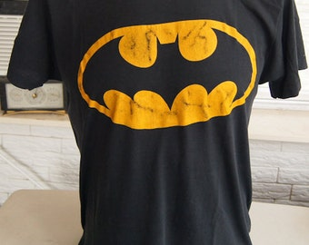 ViNTAGE 80s BATMAN LOGo T SHiRT Yellow on Black Screen Stars (42 inches around chest)