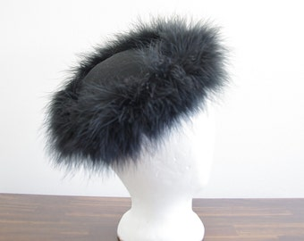 Vintage Ladies Hat with Black Feather Trim, 40s 50s Hat, Tilt Hat, Black Hat, 1940s or 1950s Ladies Hat, Feather Trimmed Hat, Felted Hat