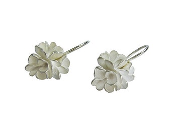 Silver earrings in flower shape / fine jewelry
