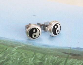 Yin & Yang Earrings - Silver and black studs