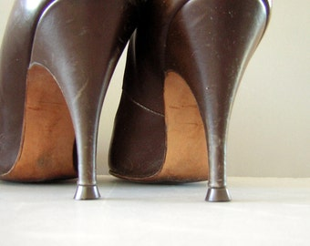 Vintage 50s Stiletto Brown Spike Heels with Snail Detail - Womens US 5 Narrow