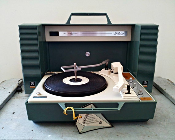 Vintage GE Stereo Wildcat Record Player