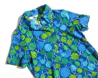 Alex Coleman Short Sleeve Polyester Shirt in Blue and Green Geometric Print Pointy Collar Womens Size Small