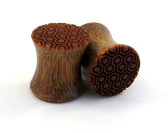 "Honeycomb Pattern Lignum Vitae Plugs PAIR  0g (8mm) 00g (9mm) (10 mm) 7/16"" (11mm) 1/2"" (13mm) 9/16"" (14mm) 5/8"" (16mm) 3/4"" Wood Ear Gauges"