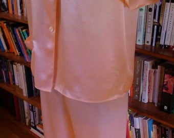 ANN'S PAJAMS--Adorable Ladies 1950s Peach Satin Pajamas-S, M