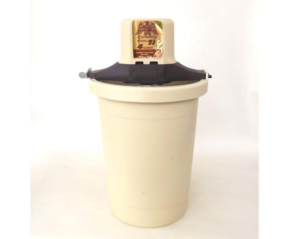 Richmond Cedar Works Ice Cream Maker 71 - vintage