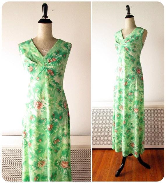 1970s Dress // Waterlily Print 1970s Maxi Dress // Boho Maxi Dress // medium - large.