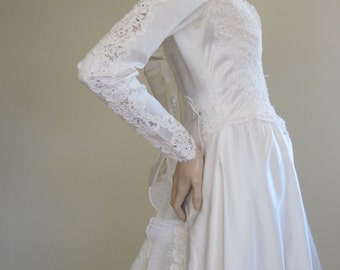 William Cahill / 1950s Wedding Dress / Mad Men Wedding / Wedding Dress Train / Traditional Wedding / Lace Wedding Dress / Long Sleeve