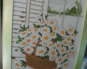 Crewel DAISIES/LIME GREEN Frame/Crewelwork/Mid Century/Floral/Daisy