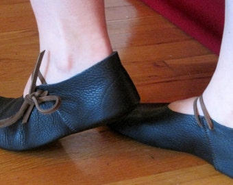 Poulaine: Handmade Leather Medieval Shoe, 14th through 15th Century