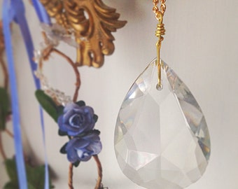 Vintage Crystal Teardrop Necklace. Chandelier Crystal. 1950s. Gold Tone Chain. Faceted Glass. Simple. Minimalist. Long Necklace.