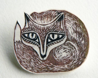 Fox Brooch -  red fox badge, Reynard the fox at home and gone to ground