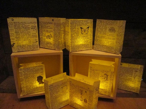 25 luminaries book decorations book wedding book club book for Art book decoration ideas