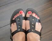 Vintage womens Sara Dee brown/gold gladiator flat sandals - vegan - size 8-8.5