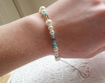 Girly, cute, pearly, bracelet, perfect for dressing nice or wearing t-shirts