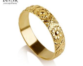 18k yellow Gold flower Wedding Band, sunflower wedding ring , vintage women wedding ring, floral motif engraving wedding band, textured ring