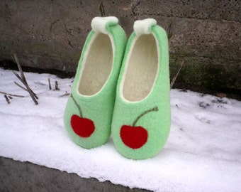 Felted wool slippers - Mint & Cherry / Felt booties