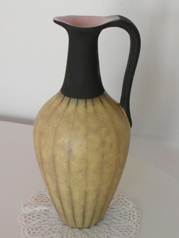 vase ursula fesca bauhaus ceramic by timelessgiftsandmore on etsy. Black Bedroom Furniture Sets. Home Design Ideas