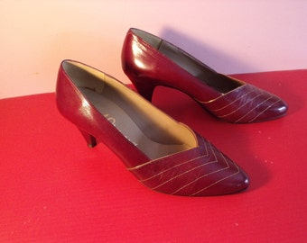 """SaleDelightful  size 7B Women shoes heels 1950's Paul Ormont  burgundy with gold decoration  shoes heels genuine  leather,2 1/2"""" heels"""