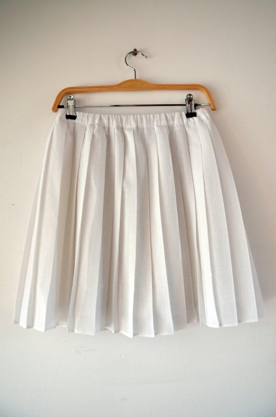 white pleated mini skirt tennis skirt style summer