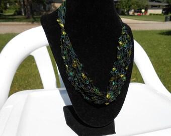 Dark Green Trellis Necklace / Crochet Necklace Item No. 3